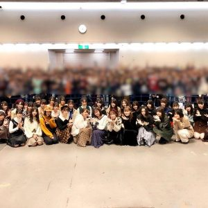 元欅坂46・今泉佑唯イジメ事件 主犯格グループが鬼の形相で睨み付ける「卒業写真」