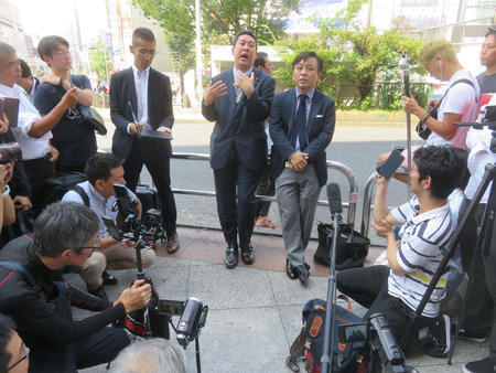 N国・立花氏、作家菅野完氏と新宿で路上討論バトル